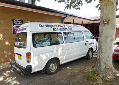 darlington point club has a courtesy bus available for members and guests