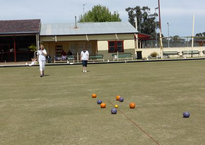 darlington point has a beautiful lawn bowls green at the front of the club